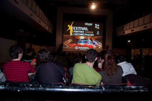 fpdc6-audience-and-people-16jpg-436300993